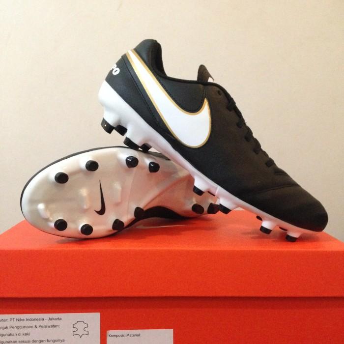 Jual Sepatu Bola Nike Tiempo Genio II Leather FG Black White 819213 ... dd831572e635
