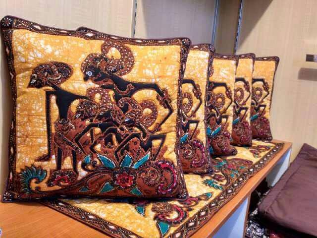 harga Set sarung bantal kursi motif pandawa lima Tokopedia.com