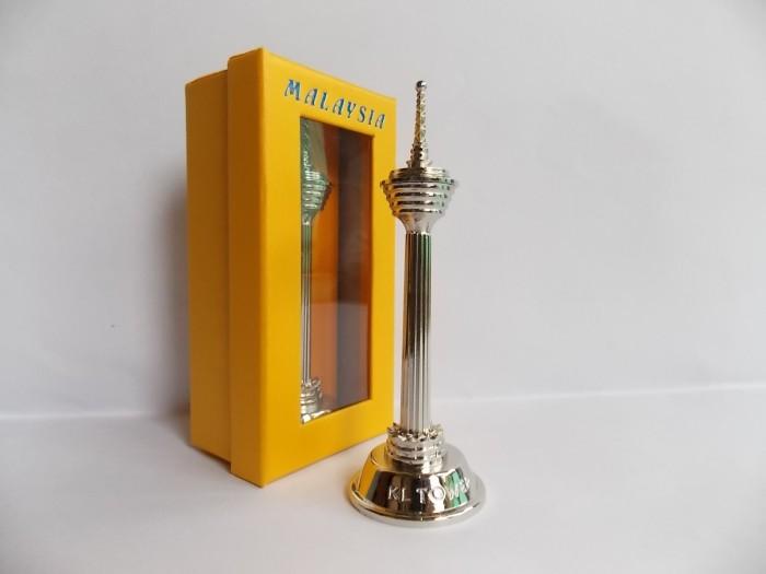 harga Pajangan miniatur kl tower  souvenir unik dan otentik dari malaysia Tokopedia.com