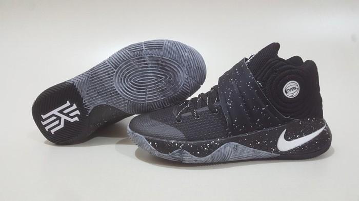 the latest ad6b2 b25fa Sepatu basket nike kyrie 2 eybl harga ...