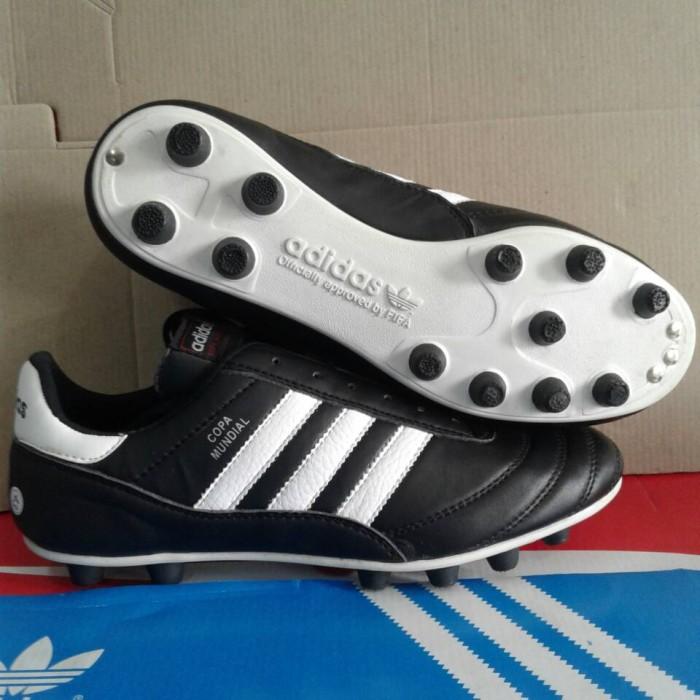 44e7a8c88b2 ... sepatu bola adidas copa mundial classic
