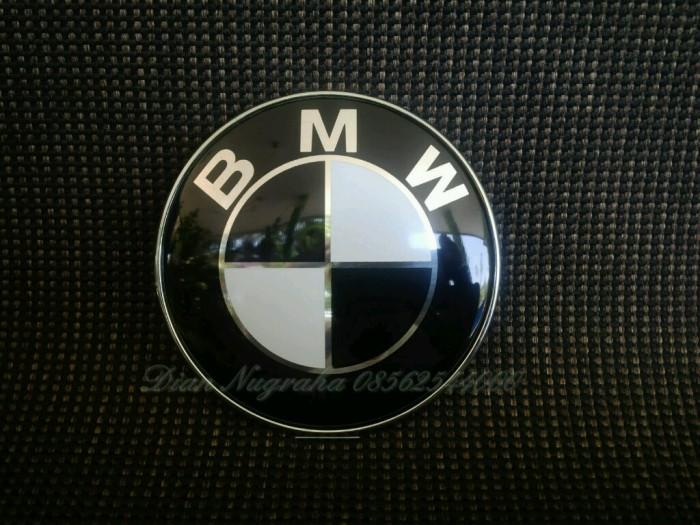 Foto Produk Emblem Bmw Hitam Putih 82mm Untuk Kap Mesin Atau Bagasi dari jogjaauto