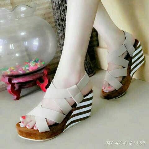 harga Sepatu sandal wedges qu belang karet cream Tokopedia.com
