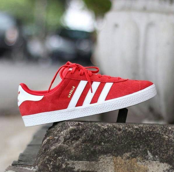 timeless design 5aeb9 b6237 adidas Gazelle 2 J red
