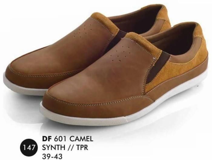 Jual Sepatu Slip On Pria Terbaik Termurah - TBBB Store  cc95a7853f