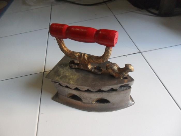 harga Setrika/seterika arang antik model jago Tokopedia.com