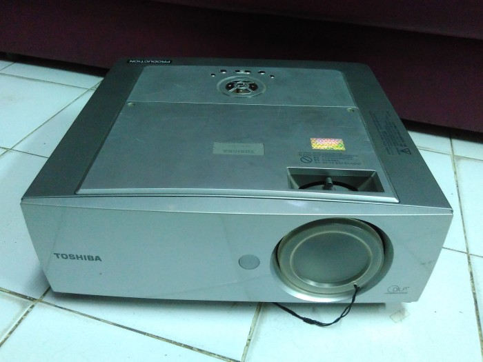 PROJECTOR TOSHIBA TDP T355 SECOND