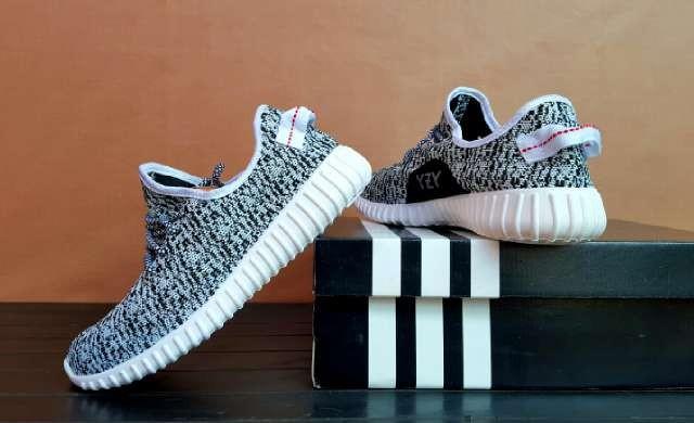 Sepatu Adidas Yezzy Boots White Pria Sporty Jogging Fitnes/gym Hangout