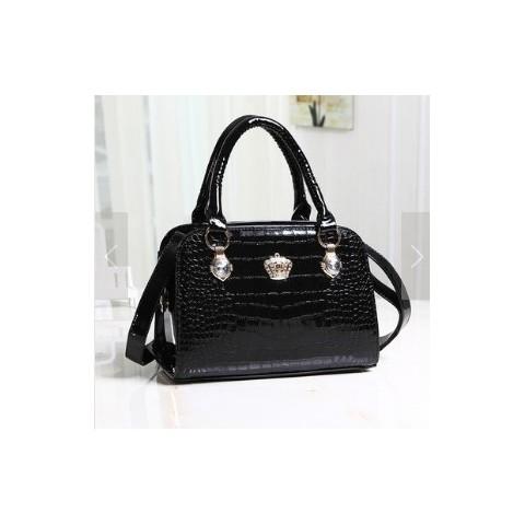 harga Tas import ic86704 black kulit buaya crown glossy diamond ck tas kerja Tokopedia.com