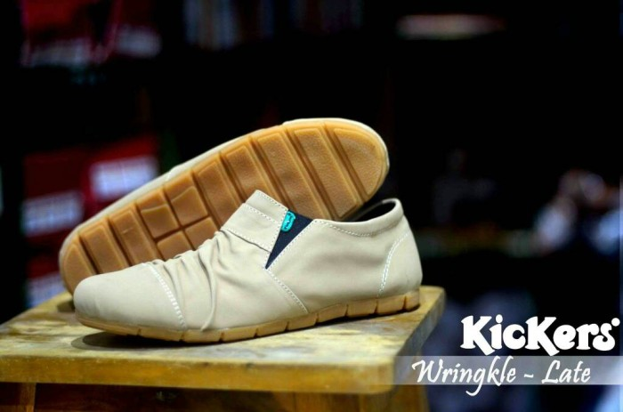 harga Sepatu casual pria santai slop on pria kickers super elastis wringkle Tokopedia.com