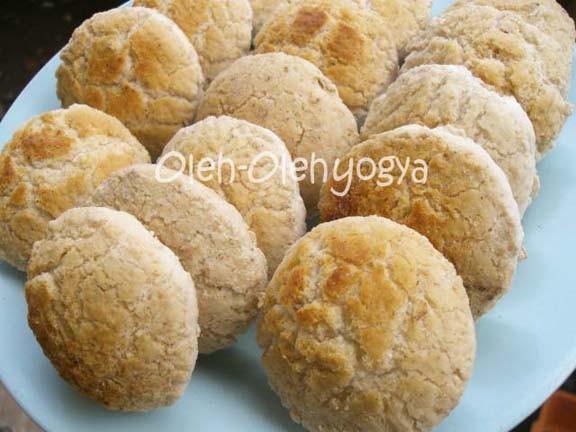 Makanan tradisional bolu emprit