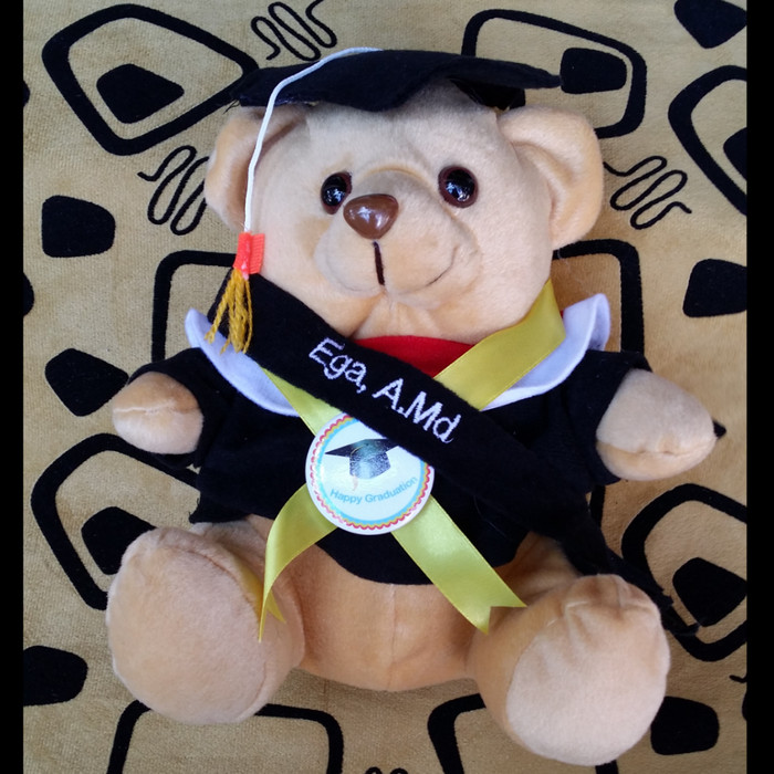 harga Boneka wisuda teddy bear 30cm + pin universitas + selempang nama Tokopedia.com
