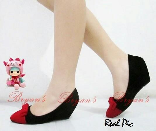 harga Sepatu wedges high heels suede pita hitam kombi merah 7cm hak sampan Tokopedia.com