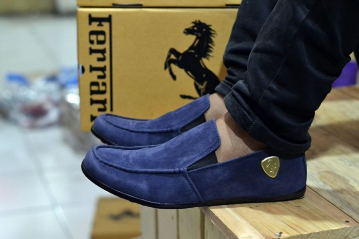 harga Sepatu ferrari slip on 04 suede casual pria santai gaya Tokopedia.com