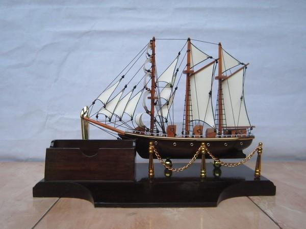 harga Souvenir unik tempat pulpen dan kartu nama | miniatur kapal dewaruci Tokopedia.com