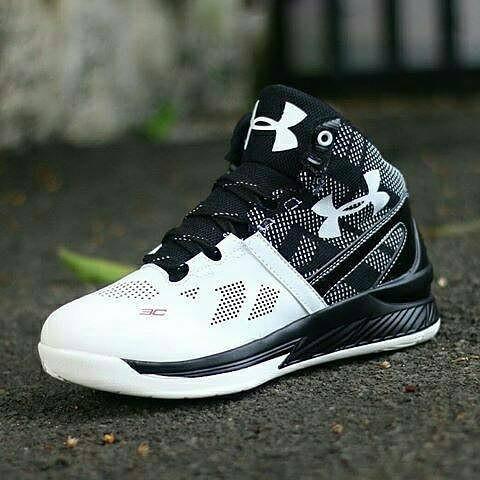 Under Armour ( Sepatu underarmour sepatu basket sepatu olahraga cowok 6e38eac852