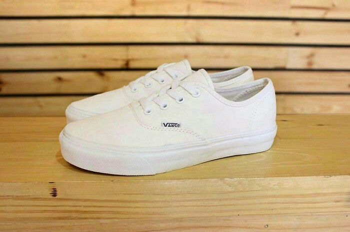 Jual Sepatu Vans Authentic full White Quality Original - Syahla ... 41aa20adf1