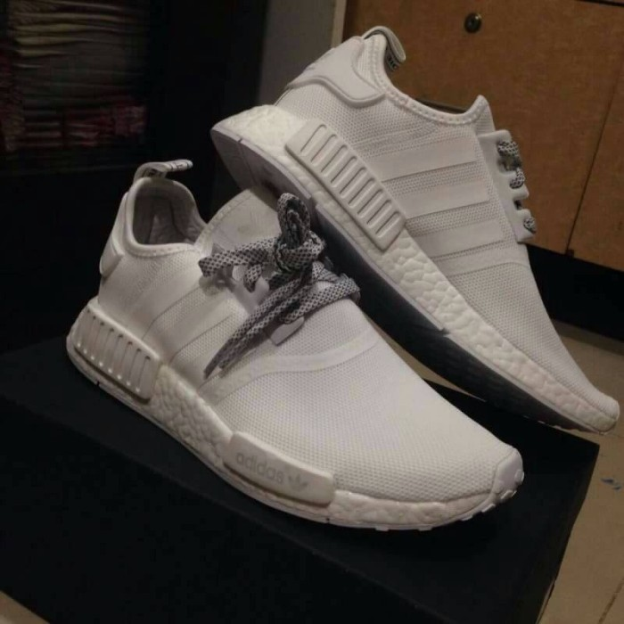 nmd r1 white reflective
