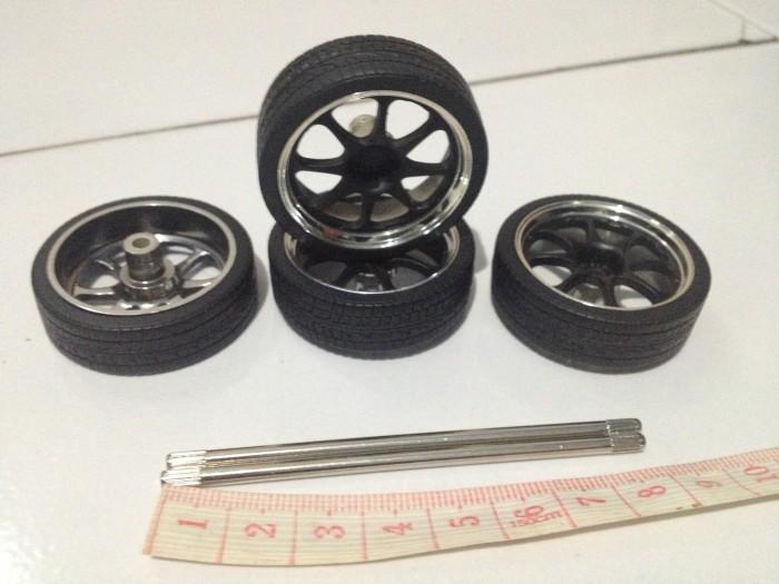harga Ban velg hitam chrome lebar 1.1 cm jada import racer lengkap dengan as Tokopedia.com