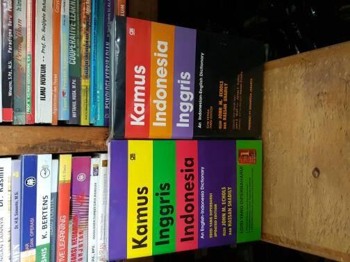 harga Kamus inggris indonesia dan indonesia inggris (1set2buku) by jhon Tokopedia.com