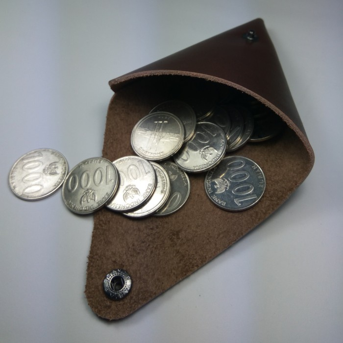 dompet koin simple bentuk segitiga kulit asli warna coklat | coin case