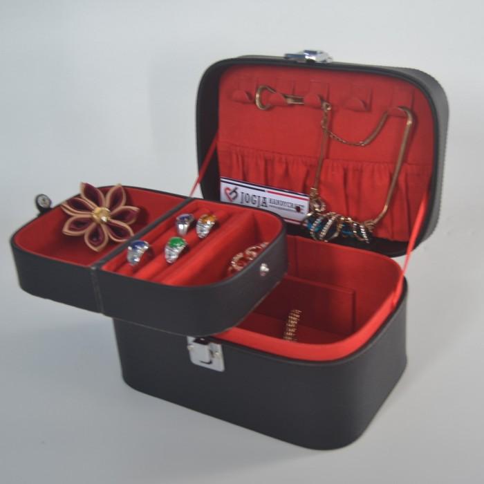 harga Jewellery box / kotak tempat perhiasan dan accesories (black red) Tokopedia.com