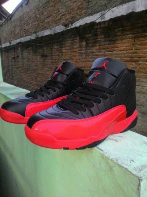 Jual Sepatu Basket Grade Original Nike Air Jordan 12 Hitam Merah ... d7b8711a99