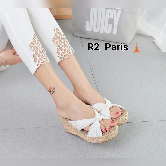 Wedges Sandal Valeria Cream, Putih, Hitam