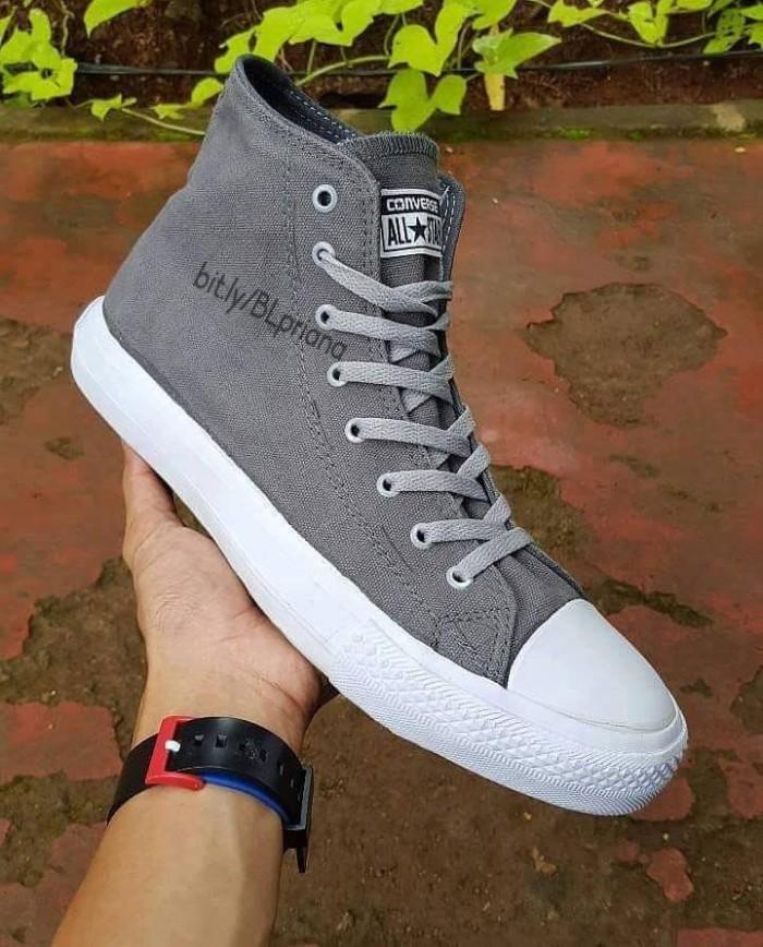 Jual Sepatu Converse Chuck Taylor Tinggi Abu-Abu - Induk Fashion ... 3bee3e8f15