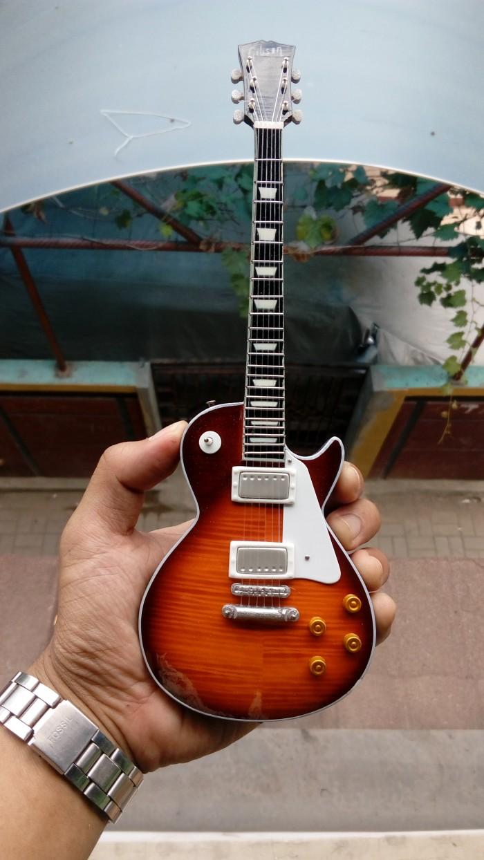 harga Miniatur gitar gibson les paul slash signature Tokopedia.com