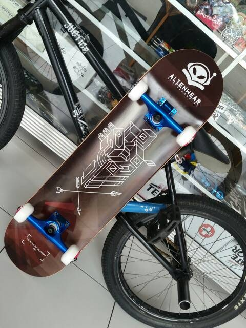 harga Skateboard fullset alienwear the battle of los angeles Tokopedia.com