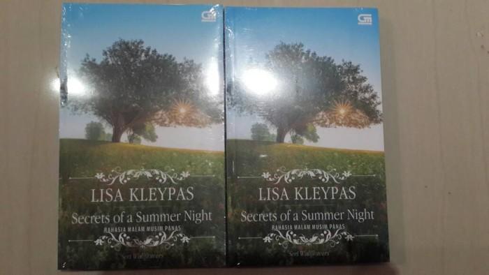 harga Secrets of a summer night by lisa kleypas Tokopedia.com