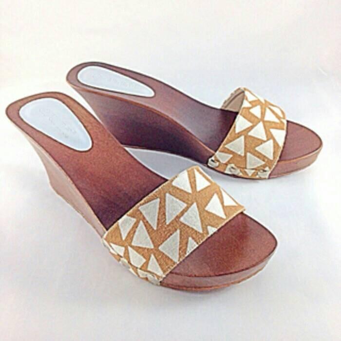harga Sandal sendal wedges kayu mahoni wanita cewe 5 7 cm coklat selop kelom Tokopedia.com