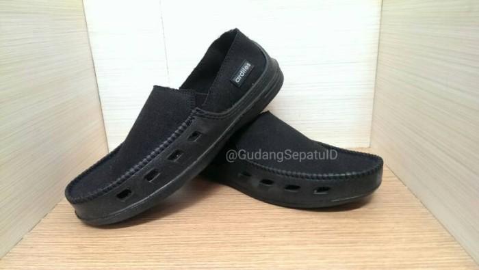 Sepatu Jalan Casual Ardiles   Sepatu Crocs Ardiles KONVOI - Hitam 7f88d43ec8