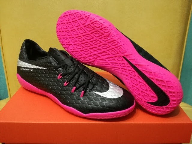 fa57921cb81 ... czech sepatu futsal nike hypervenom iii black pink 72aa2 a660b