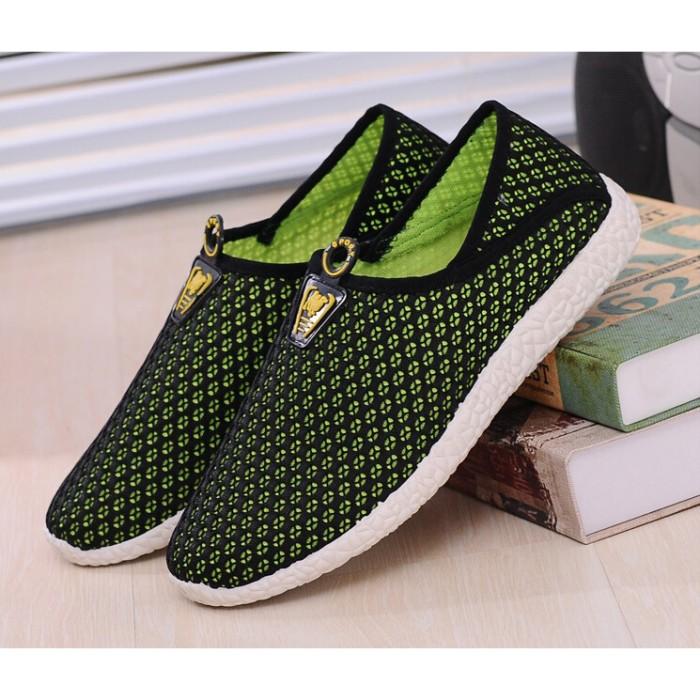 harga Sepatu slip on mesh pria size 44 - black/green Tokopedia.com
