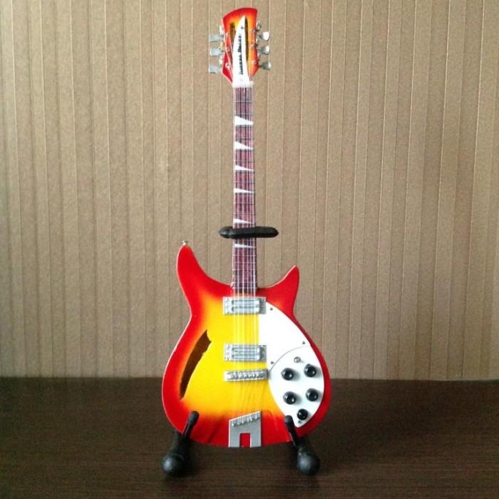 Katalog Gitar Rickenbacker Hargano.com