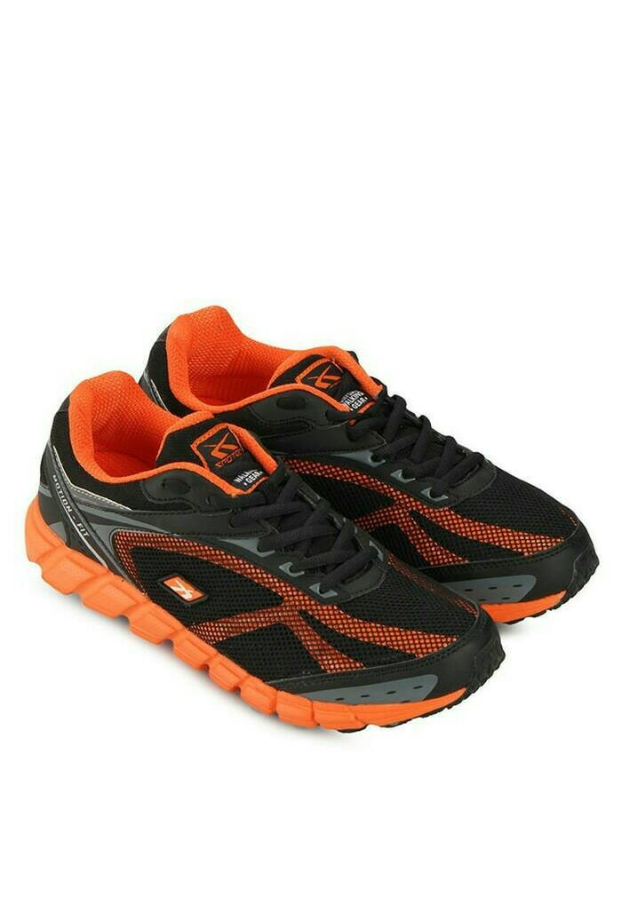 Sepatu running (Spotec Dynamo) black/orange