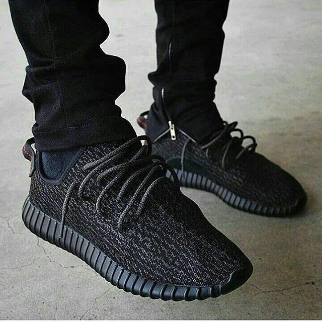 c2bc9444b82 ... harga Adidas yeezy boost 350 black pirates premium original  sepatu  hitam Tokopedia.com