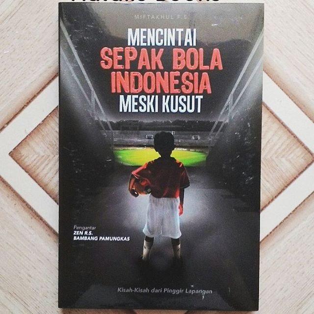 harga Mencintai sepakbola indonesia meski kusut - miftakhul fs Tokopedia.com