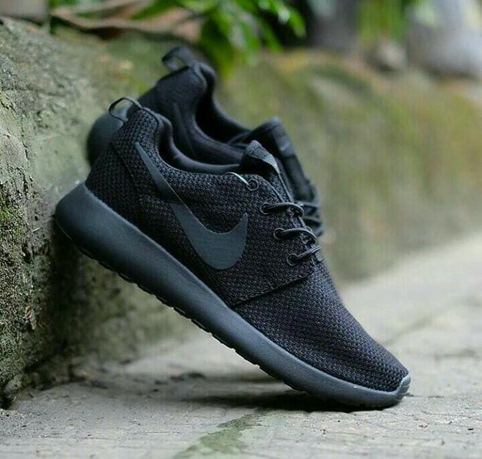 62185805f2adc ... spain sepatu nike roshe run full black sneakers men termurah 31b3d db9c5
