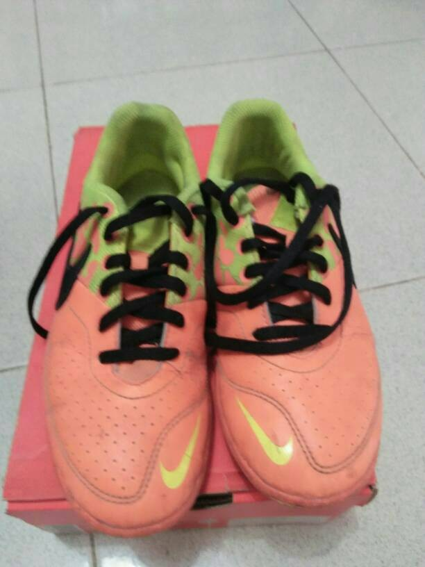 Nike Elastico Pro Iii Tf 685362800 Sepatu Futsal Orangevolt - daftar ... 3f63fe0500