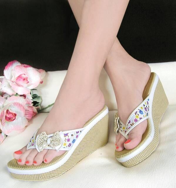 harga Sepatu wanita murah - wedges jepit bunga kanvas krem nfz08 Tokopedia.com
