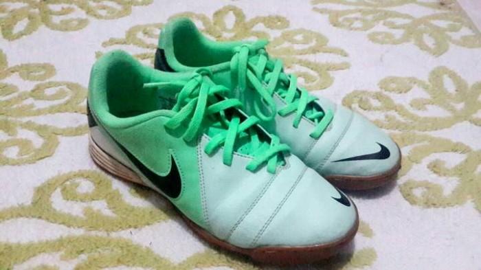 Jual Sepatu Nike Original 99% ukuran 37-38 - Branded   Batik Solo ... ed8c4b1007