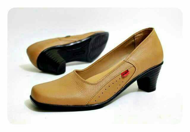 Sepatu Pantofel Wanita Kickers Kulit  Sepatu Formal Heels Kickers 73288f5452