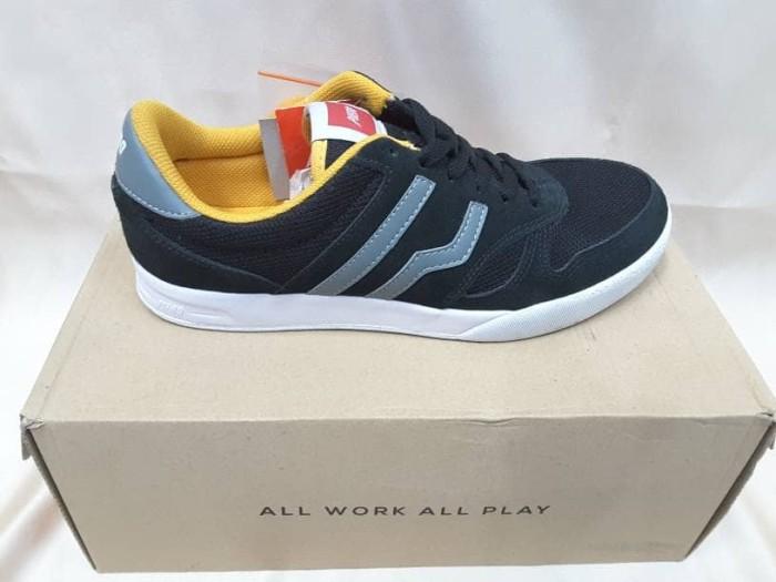 harga Sepatu sneaker piero falcon black yellow Tokopedia.com