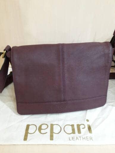 Tas Wanita Pepari Leather Postman Kulit Asli Indonesia - Katalog ... d4d6d38130832