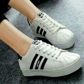 76+  Model Sepatu Wanita Adidas Putih Terbaik