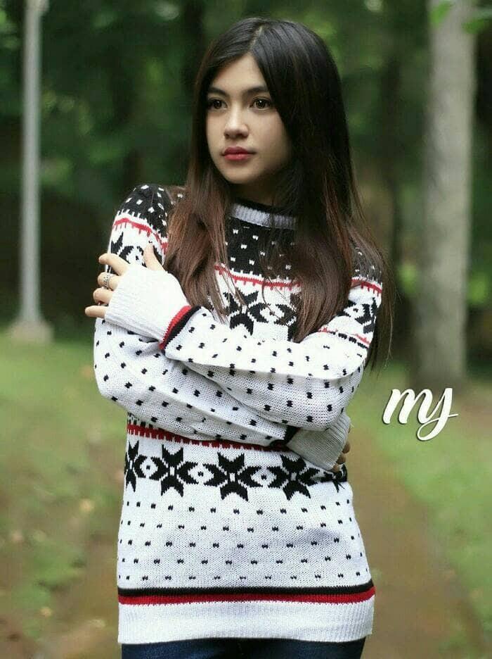 Jual Baju Rajut Wanita Korea Angela White Sweater Murah - Grosir ... e9c0dbd4d2