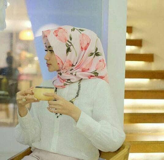 Hijab bunga tulip square/jilbab segiempat motif tulip/hijab perempuan